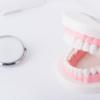 歯科矯正のリテーナー専用洗浄剤を3つ試した結果おすすめはポリデント。1日1回の頻度でケースはコップの使い方