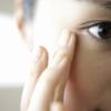 乾燥小ジワが出たら、口コミ人気の極潤の化粧水を1日20回塗って一晩で復活させる使い方