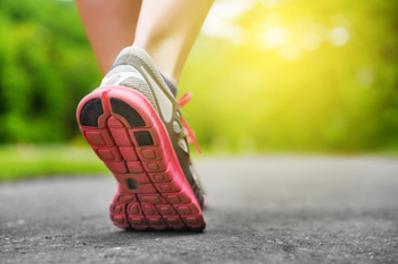 歩きすぎやランニングで足の小指にできた靴擦れの水ぶくれ対処法と予防法。処置せず放置したら4日目で完治