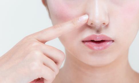 鼻の皮脂をアイクリーム代わりにする実験